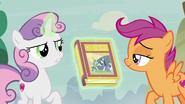 S07E08 Sweetie Belle pokazuje książkę