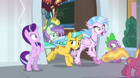 Students running out of the classroom S8E15