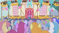 Twilight tries to give a speech S1E04