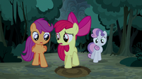 Apple Bloom finds another giant hoofprint S5E6