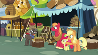 Applejack thanking Burnt Oak S7E13