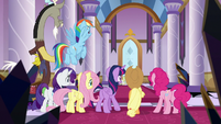 Mane Six see guarded throne room door S9E2