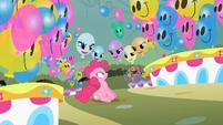 S02E01 Balony śmieją się z Pinkie