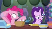 S06E21 Pinkie wykonuje instrukcje.png