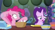 S06E21 Pinkie wykonuje instrukcje