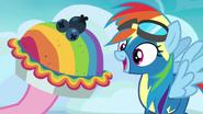 S07E23 Pinkie daje Rainbow specjalne ciasto
