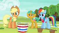 AJ, Rainbow, and Snails look at Fluttershy and Pinkie S6E18