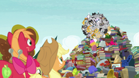 Giant ball of cats coming tumbling down S7E13