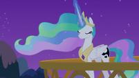 Princess Celestia using Luna's dream magic S7E10