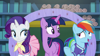 """Rainbow Dash """"Rarity's weird fashion seasons"""" S8E17"""