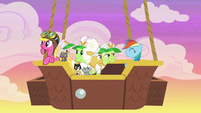 Rainbow and grannies back on the balloon S8E5