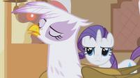Rarity annoyed by Gilda's pushiness S1E05