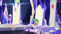 Spike reading a comic in his throne S7E2
