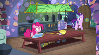 Starlight joins Pinkie Pie in the kitchen S6E21