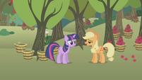 "Applejack ""howdy, Twilight"" S1E04"