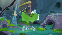 Changelings hang a tree from a rope S8E16