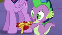 S05E12 Spike daje prezent Moondacer