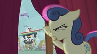 Sweetie Drops spying on the battle outside S5E9
