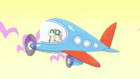 Applejack as an airplane pilot PLS1E3a