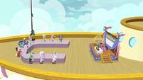 Bingo competition on the zeppelin cruise S7E22