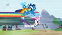 S01E16 Rainbow Dash ratuje kucyki