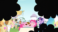Everypony laughing S2E24