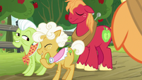 Goldie Delicious in giggly delight S9E10