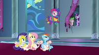 Main ponies gathering in the throne room S9E4