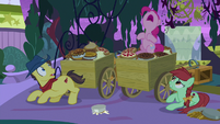 """Pinkie """"official food-tasting business!"""" S9E17"""