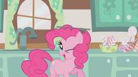Pinkie Pie balancing cupcake tray on head S1E12