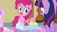 Pinkie presents a box of cupcakes to Twilight S7E3