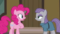 """Pinkie surprised by Maud saying """"five-ever"""" S6E3"""