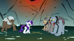 Rarity in front of the Diamond Dogs S1E19