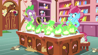 Spike sets Mrs. Cake's desserts on fire S9E23