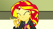 Sunset Shimmer and Ray being affectionate SS7.png