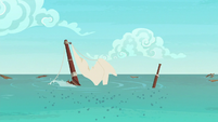 The ponies' boat sinks into the water S6E22