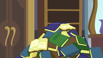 Pile of books falls on top of Spike S5E10