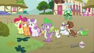 S03E11 Spike, Znaczkowa Liga i zwierzęta