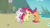 Apple Bloom passing messages between her friends S8E6