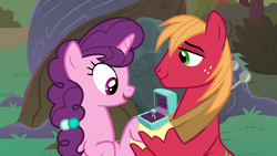Big Mac gives Sugar Belle an engagement ring S9E23.png