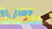 Cupcakes covered in sticky silly string S7E19