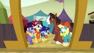 S05E06 Troubleshoes rozmawia z clownami