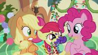 S05E20 Applejack, Pinkie i Apple Bloom w pociągu