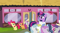 Twilight sees CMC leaving the Hay Burger S4E15