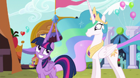 Twilight smiles at Celestia S5E11