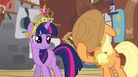 Applejack covers face -I can't watch- S03E10