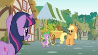 Applejack talks to Twilight about Pinkie's sense S1E15