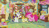 Pinkie Pie using her crowbar on the Cake twins S7E19