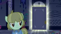 S05E07 Źrebak patrzy w stronę świecących drzwi