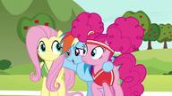 S06E18 Dash obejmuje przyjaciółki